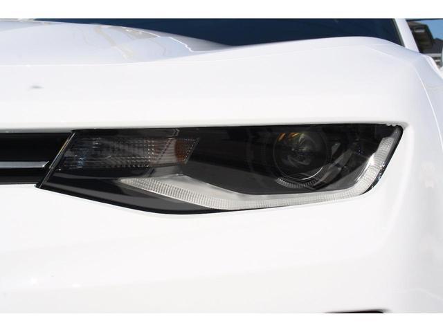 ヘッドライトは純正HIDライトです。ポジションランプはLEDにて点灯致します。