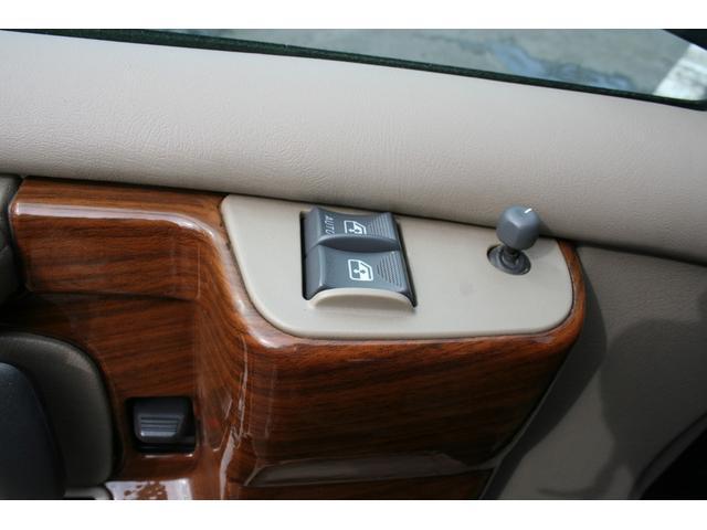 運転席・助手席はパワーウィンドウです。