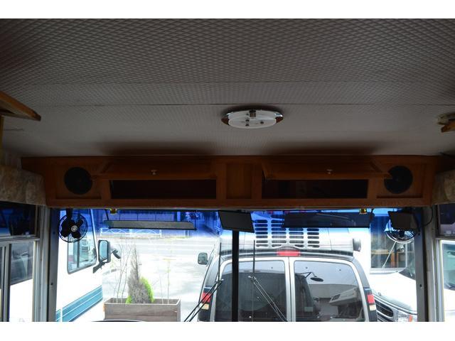 TRAIL LITHGT製 新車並行 ワークフォースシャーシ シボレーVortec8.2L 日本製家庭用エアコン バペストFFヒーター 冷蔵庫 発電機 ウォシュレット 電子レンジ 就寝人数6名 バックカメラ ラバールーフ張替済(19枚目)