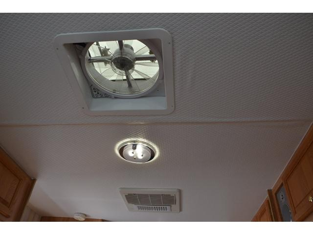 TRAIL LITHGT製 新車並行 ワークフォースシャーシ シボレーVortec8.2L 日本製家庭用エアコン バペストFFヒーター 冷蔵庫 発電機 ウォシュレット 電子レンジ 就寝人数6名 バックカメラ ラバールーフ張替済(35枚目)