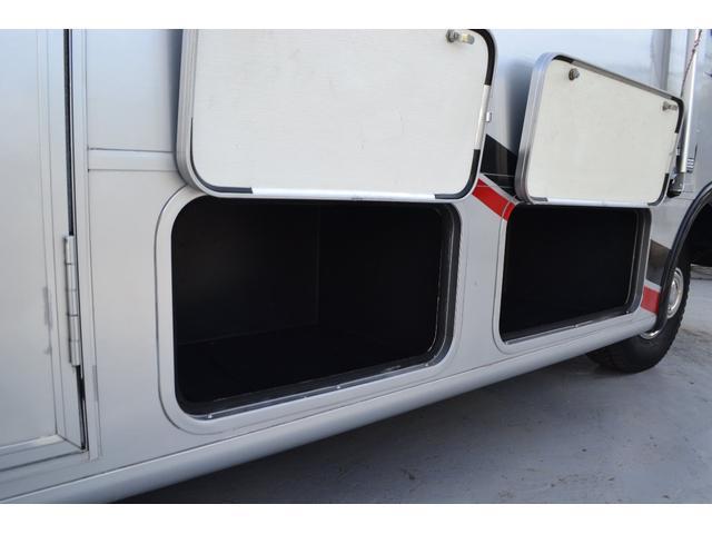 TRAIL LITHGT製 新車並行 ワークフォースシャーシ シボレーVortec8.2L 日本製家庭用エアコン バペストFFヒーター 冷蔵庫 発電機 ウォシュレット 電子レンジ 就寝人数6名 バックカメラ ラバールーフ張替済(39枚目)