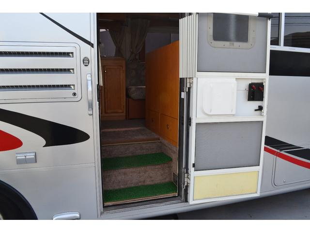 TRAIL LITHGT製 新車並行 ワークフォースシャーシ シボレーVortec8.2L 日本製家庭用エアコン バペストFFヒーター 冷蔵庫 発電機 ウォシュレット 電子レンジ 就寝人数6名 バックカメラ ラバールーフ張替済(40枚目)