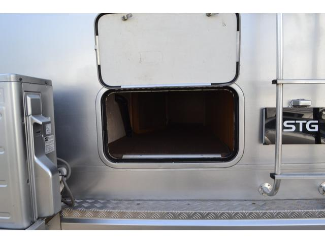 TRAIL LITHGT製 新車並行 ワークフォースシャーシ シボレーVortec8.2L 日本製家庭用エアコン バペストFFヒーター 冷蔵庫 発電機 ウォシュレット 電子レンジ 就寝人数6名 バックカメラ ラバールーフ張替済(41枚目)