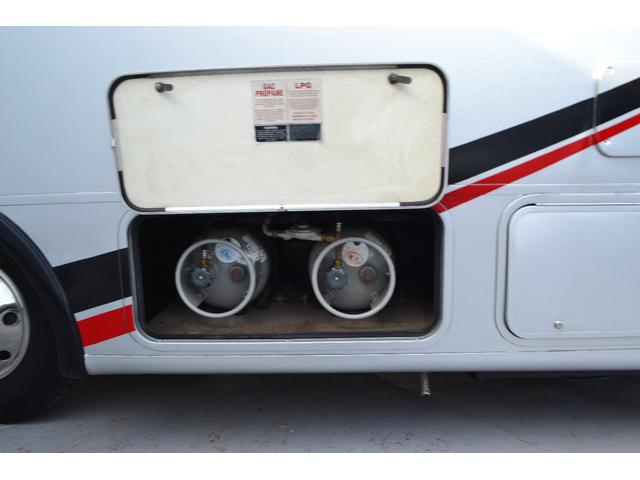 TRAIL LITHGT製 新車並行 ワークフォースシャーシ シボレーVortec8.2L 日本製家庭用エアコン バペストFFヒーター 冷蔵庫 発電機 ウォシュレット 電子レンジ 就寝人数6名 バックカメラ ラバールーフ張替済(44枚目)