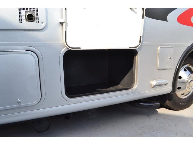 TRAIL LITHGT製 新車並行 ワークフォースシャーシ シボレーVortec8.2L 日本製家庭用エアコン バペストFFヒーター 冷蔵庫 発電機 ウォシュレット 電子レンジ 就寝人数6名 バックカメラ ラバールーフ張替済(45枚目)
