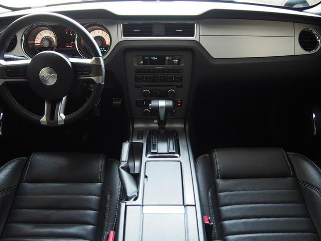 フォード フォード マスタング V6 プレミアム