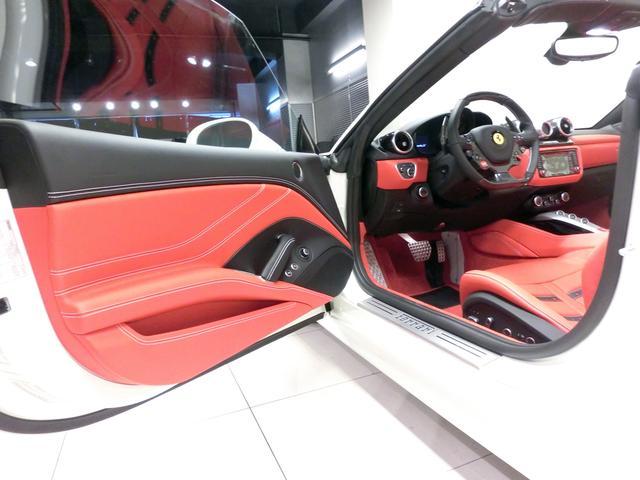 フェラーリ フェラーリ カリフォルニアT F1DCT ハンドリングスペチアーレ オプション500万