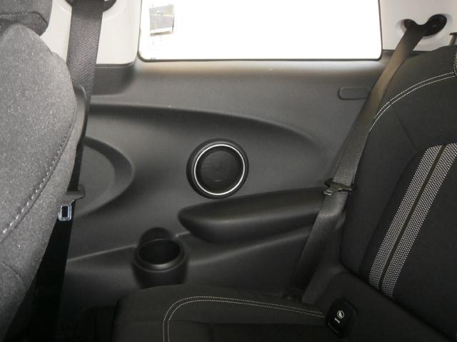 クーパーS クーパーS 6速マニュアル 1オーナー LEDヘッドライト LEDフォグ 純正ナビ MINIエキサイトメントPKG ストレージコンパートメント アイドリングストップ スポーツシート レザーステアリング(18枚目)