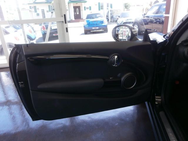 クーパーS クーパーS 6速マニュアル 1オーナー LEDヘッドライト LEDフォグ 純正ナビ MINIエキサイトメントPKG ストレージコンパートメント アイドリングストップ スポーツシート レザーステアリング(23枚目)