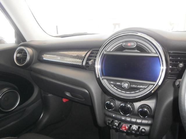 クーパーS クーパーS 6速マニュアル 1オーナー LEDヘッドライト LEDフォグ 純正ナビ MINIエキサイトメントPKG ストレージコンパートメント アイドリングストップ スポーツシート レザーステアリング(30枚目)