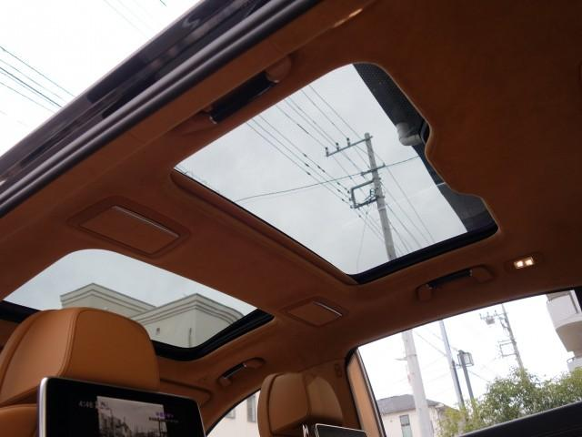 重要ポイントのサンルーフ装備!あるなしではずいぶんと車が違って見えます!換気・採光だけでなく開放感も違います!大きなアドバンテージ!