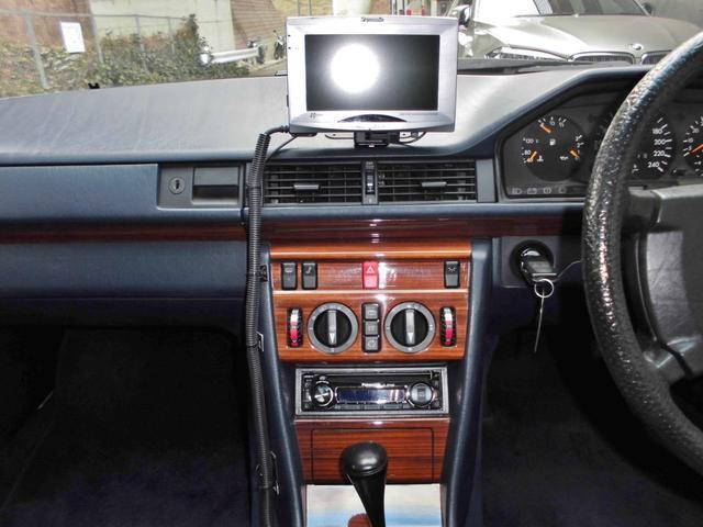 300E D車 右H 社外HDDナビ 2オーナー(19枚目)