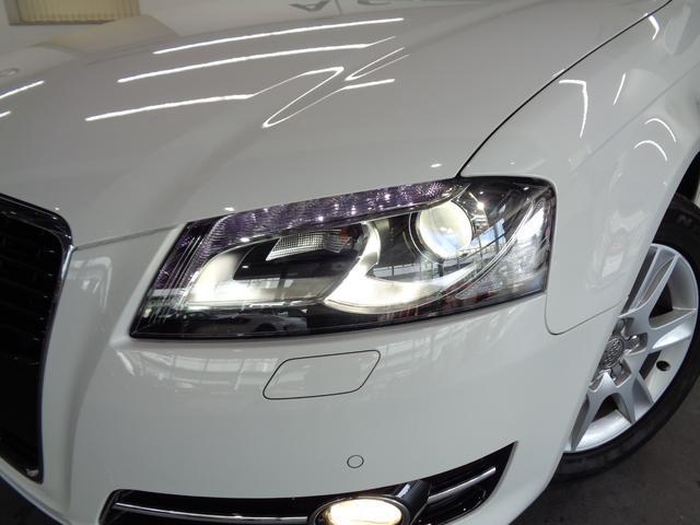 ウイング・デザインと呼ぶ7つのLEDのポジションランプをヘッドライト上部に採用!