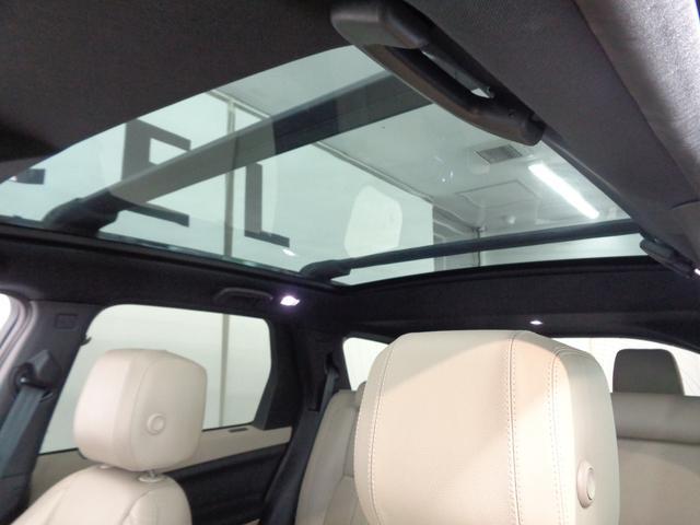 明るく開放的な空間を生み出し、車内をより広く感じさせる効果をもたらすパノラミックルーフ!