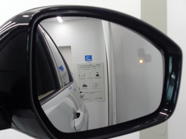 ブラインドスポットモニターは、ドライバーが目視できない車や急速に接近してくる車を検出すると、 ドアミラーに小さな警告灯を表示します!