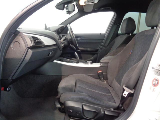 アルカンタラコンビシート!程よい硬さの座り心地で、長時間の運転でも疲れにくい!