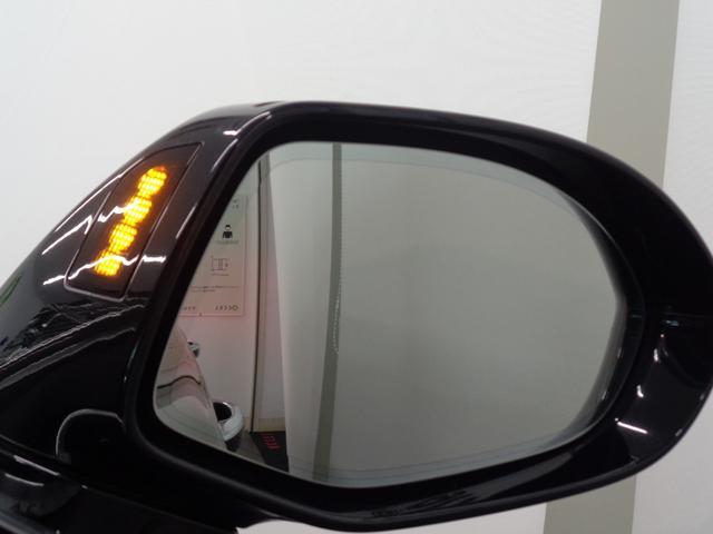 自車を追い越そうとする車が死角にいる場合などに危険を予測し、注意を促すサイドアシスト!
