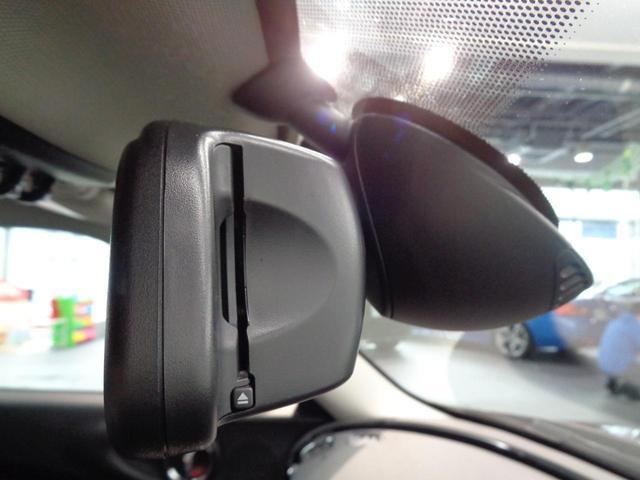 クーパーD クラブマン 2000ccディーゼルターボ ブルーレザー(青革)&ヒーター ヘッドアップディスプレイ 純正ナビ バックカメラ コンフォートアクセス LEDヘッドライト 純正17インチアルミ 禁煙車(16枚目)
