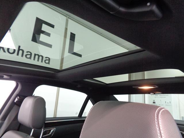 乗る人すべてに大きな開放感をもたらすパノラマサンルーフ!