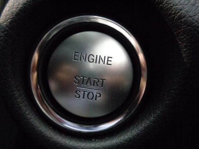 ドアハンドルに触れるとドアの開閉、スタートボタンでエンジン始動が可能なキーレスゴー!