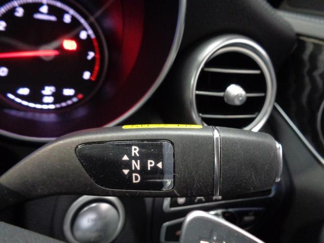 室内の空気をクリーンに保つマイクロエアフィルターを内蔵。左右独立調整式のフルオート式です!