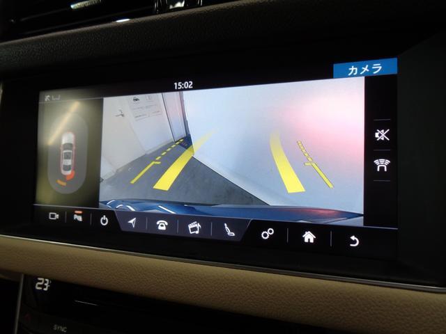 バックカメラを装備。目視で確認できるから、車庫入れもラクラク!前後パークセンサーも装備しています!