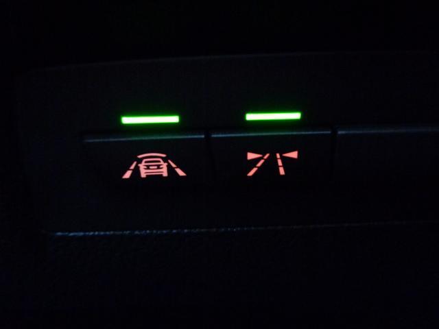 レーンディパーチャーウォーニングや前車接近警告機能などを装備!