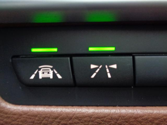 前車接近警告機能、衝突回避・被害軽減ブレーキ、レーンディパーチャーウォーニングの3つの機能で構成されるドライビングアシスト!
