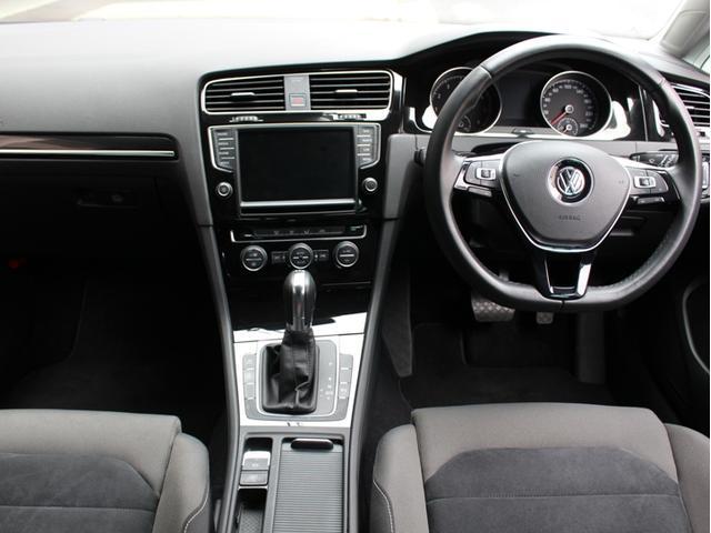 内外装とも目立った傷もなく非常にキレイなお車ですので気持ち良くお乗り頂けます