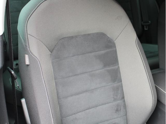 運転席側も使用感も無く気持ちよくお乗り頂ける事が出来ます。