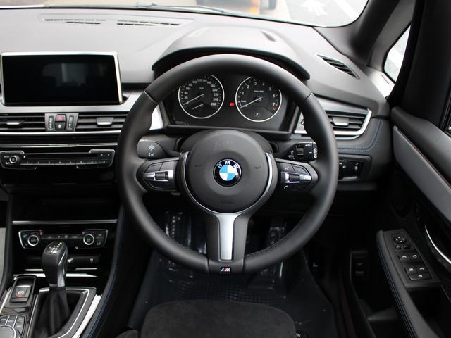 ドライビングアシスト (車線逸脱警告システム、前車接近警告機能、衝突被害軽減ブレーキ)