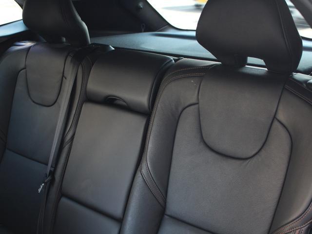 後部座席も広く長時間乗っていても疲れをあまり感じさせないほどのすわり心地です。