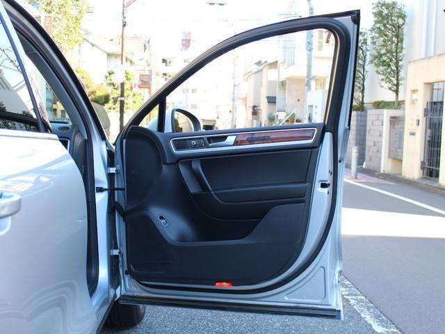 「フォルクスワーゲン」「VW トゥアレグ」「SUV・クロカン」「東京都」の中古車54