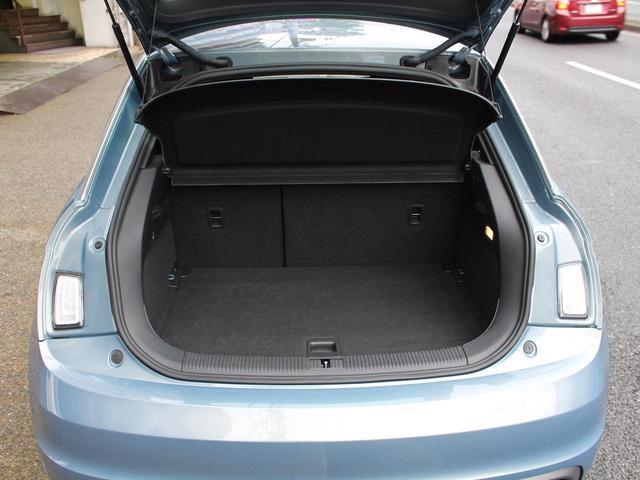 1.4TFSI 禁煙車 Sラインパッケージ  スポーツシート キセノンパッケージ MMIベーシック  6.5インチモニター SDカードスロット AUX端子 8スピーカー  コントラストルーフ アイドリングストップ(18枚目)