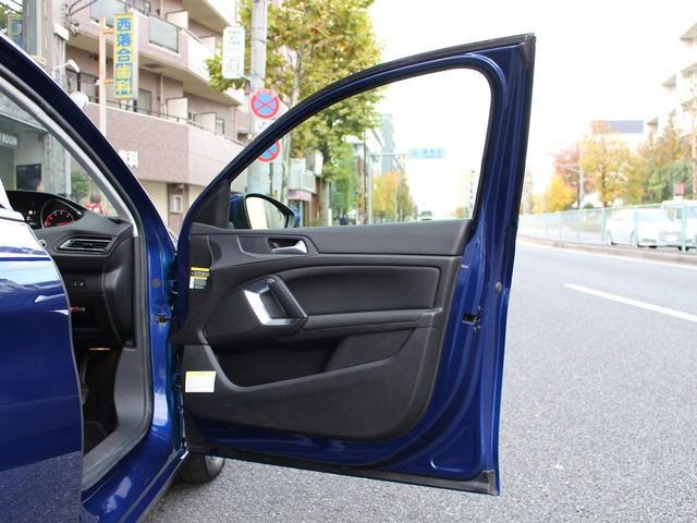SW アリュール ブルーHDi 1オーナー 禁煙車 ガラスルーフ Bカメ前後ソナー クルコン タッチスクリーン ラジオ USB Bluetooth スマートキー&エンジンスタートボタン(26枚目)
