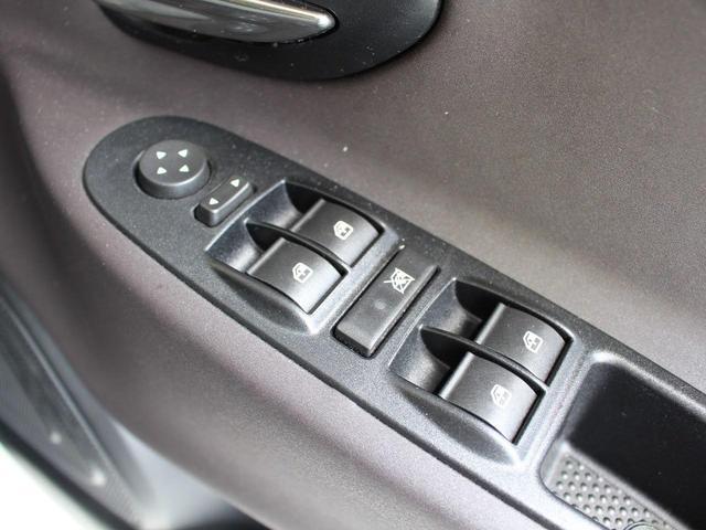 ゴールド 禁煙車 修復歴無し 純正オプション16インチアルミホイール リアパーキングセンサー ヒルスタートアシスト UVカットガラス フルオートエアコン キーレスエントリー MP3対応CDプレイヤー(28枚目)