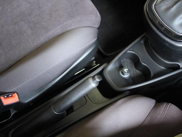 ゴールド 禁煙車 修復歴無し 純正オプション16インチアルミホイール リアパーキングセンサー ヒルスタートアシスト UVカットガラス フルオートエアコン キーレスエントリー MP3対応CDプレイヤー(48枚目)