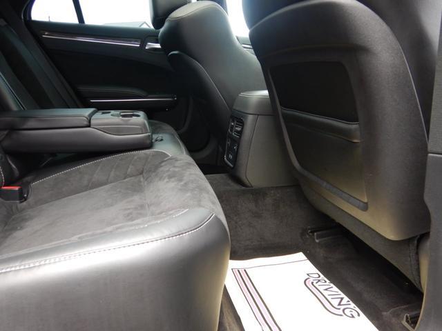 後部座席フットスペース