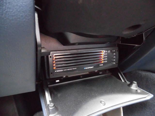 ●ステアリンング下には純正CDチェンジャーを装備