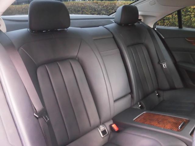 ●リヤシートも上質で快適です
