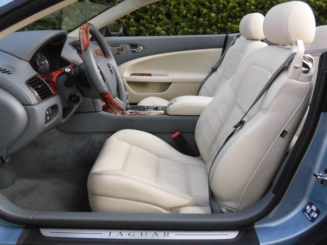 XKRコンバーチブル 2009yモデル 紺TOP 左ハンドル 1オーナー アイボリー内装 20AW アダプテイブクルーズコントロール 6速パドルシフト ヒーター付ウッドコンビステアリング  ドラレコ(24枚目)