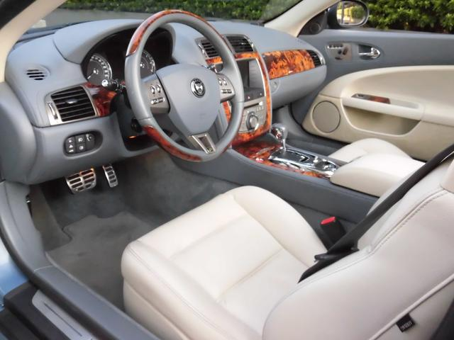 XKRコンバーチブル 2009yモデル 紺TOP 左ハンドル 1オーナー アイボリー内装 20AW アダプテイブクルーズコントロール 6速パドルシフト ヒーター付ウッドコンビステアリング  ドラレコ(27枚目)