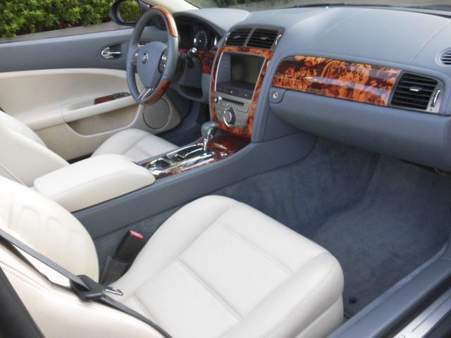 XKRコンバーチブル 2009yモデル 紺TOP 左ハンドル 1オーナー アイボリー内装 20AW アダプテイブクルーズコントロール 6速パドルシフト ヒーター付ウッドコンビステアリング  ドラレコ(40枚目)