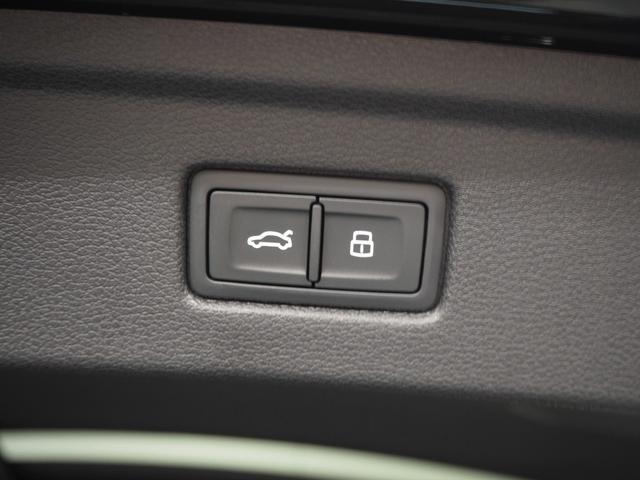 オートトランク機能も装備されており、トランクの開閉もボタンひとつで簡単に行えます。