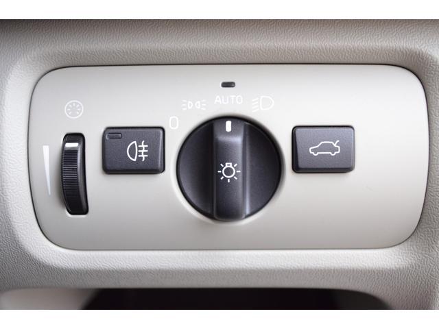 ライト操作パネルになります。オートに設定していただければ自動的にフルLEDのヘッドライトが点灯します。