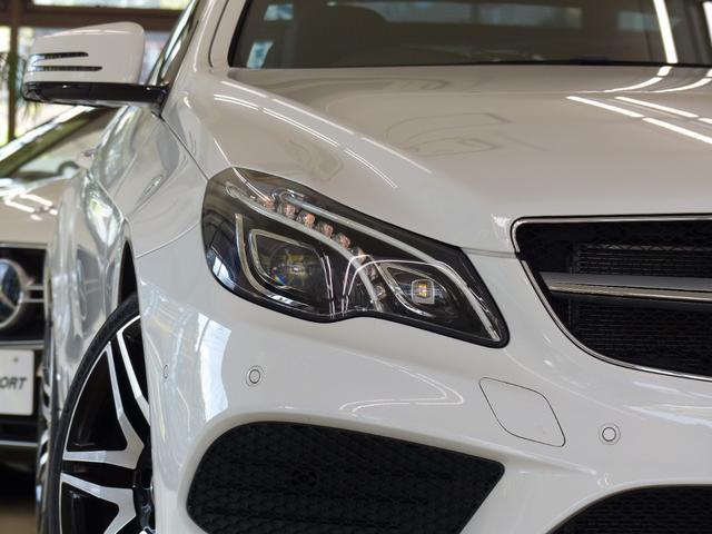外装色は綺麗なポーラーホワイト!! AMGスポーツパッケージならではのAMG製フロントスポイラー・サイド&リアスカートが装備されておりスタイリッシュなエクステリアを演出!!