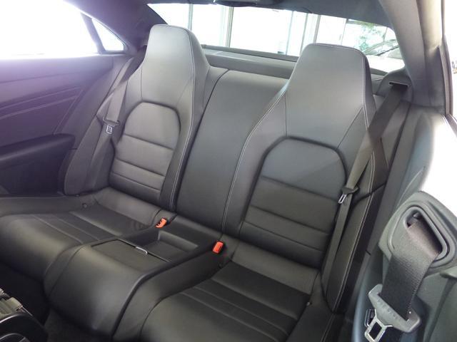 Mercedes Benzロゴ付ブレーキキャリパー&ドリルドベンチレーテッドディスク(フロント) ツインクロームエグゾーストエンド(スクエアデザイン) AMG製19インチアルミホイール