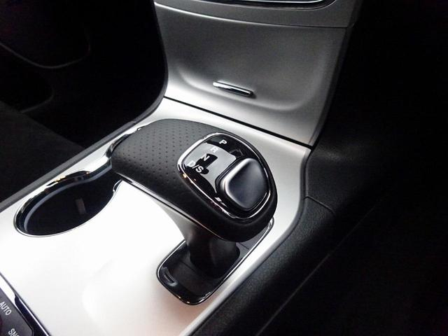 SRT8 後期モデル 4×4 SR ブラック内装 認定中古車(10枚目)