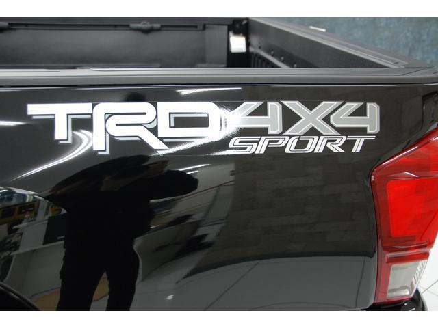 米国トヨタ タコマ ダブルキャブ TRDスポーツ