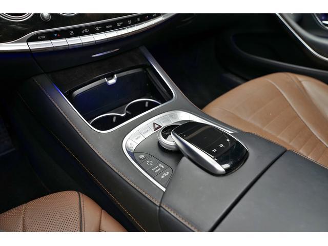 スマートキー、プッシュスタート付です。ポケットやカバンにキーを入れっぱなしでもドアの開閉からエンジンスタートまで、とても便利な機能です。ドア周りのキズひっかきキズ防止の役割もあります。